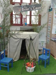Gruffalo or Bear Cave Role Play area Dramatic Play Area, Dramatic Play Centers, Learning Spaces, Learning Environments, Outdoor Learning, Outdoor Play, Play Corner, Reception Class, Role Play Areas