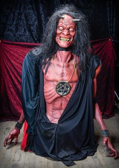 HALLOWEEN  HAUNTED HOUSE RED DEVIL DEMON STALKAROUND COSTUME