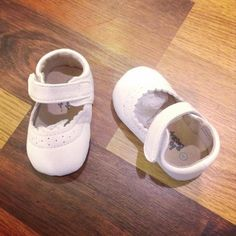 buy online at www.bestkeptsecretkids.com Best Kept Secret, White Shoes, Baby Shoes, Girl Outfits, Free Shipping, Stuff To Buy, Clothes, Fashion, Off White Shoes