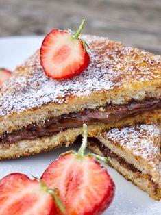 Stuffed French Toast mit Nutella und Erdbeeren Achtung, Suchtgefahr! Diese leckeren French Toasts oder auch Arme Ritter sind durch die Panade außen crunchy und innen schön saftig und mega cremig. Gefüllt sind die French Toasts mit Nutella und Erdbeeren. Ein muss für alle Naschkatzen! Ob als Rezept für Kinder oder als Dessert oder einfach nur für zwischendurch - völlig egal!  Diese French Toasts müsst ihr einfach ausprobieren! Sie sind einfach, schnell und megalecker! Soulfood für trübe Tage! Foodblogger, Low Carb Diet, Low Carb Recipes, French Toast, Food Ideas, Good Food, Snacks, Meals, Ethnic Recipes