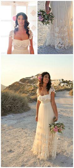 Marriage: destination wedding ~ sizzling Santorini, she looks stunning! Greek Wedding Dresses, Bridal Dresses, Wedding Gowns, Bridesmaid Dresses, Wedding Wishes, Wedding Bells, Perfect Wedding, Dream Wedding, Greece Wedding
