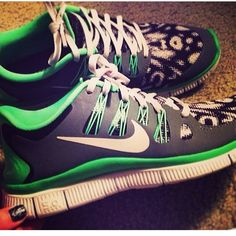 ♥♥ 2014 Nike shoes These Nike shoes look fast ;) If I'm gonna be wearing scrubs everyday, my Nike game has GOT to be on! Nike Shoes Cheap, Nike Free Shoes, Nike Shoes Outlet, Cheap Nike, Nike Free Runs, Nike Running, Running Shoes, Runs Nike, Nike Tights
