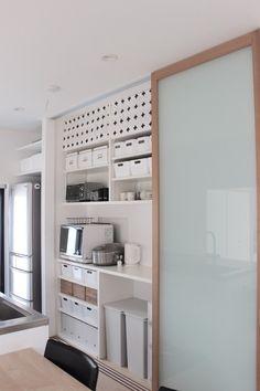 Kitchen Furniture, Kitchen Interior, Furniture Design, Küchen Design, House Design, Single Apartment, Big Sofas, Narrow House, Light In