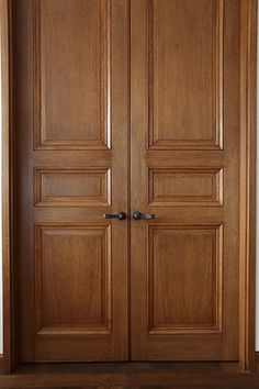 Traditional Door offers a wide range of quality and custom interior panel doors using high-quality wood. Discover our gallery of interior panel doors. House Main Door Design, Single Door Design, Home Door Design, Wooden Front Door Design, Double Door Design, Pooja Room Door Design, Door Design Interior, Wooden Double Doors, Wooden Doors