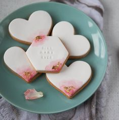 Are you interested in our mothers day luxury edible gift? With our beautiful food gift for mum with gold leaf you need look no further. Mother's Day Cookies, Paint Cookies, Fondant Cookies, Fondant Icing, Iced Cookies, Sugar Cookies, Owl Cookies, Vanilla Biscuits, Iced Biscuits