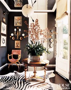 In the vestibule of a California home by Kelly Wearstler, the black wall paint was matched to the stripes of the zebra rug. In the vestibule of a California home by Kelly Wearstler, the black wall paint was matched to the stripes of the zebra rug. Black Painted Walls, Dark Walls, Brown Walls, Painted Stairs, White Walls, Design Entrée, Design Ideas, Blog Design, Urban Design
