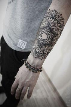40 Noticeable Arm Tattoo Designs For 2016 - Tattoos Pictures Mandala Tattoo Design, Tattoo Arm Mann, Mandala Arm Tattoos, Dotwork Tattoo Mandala, Backpiece Tattoo, Forearm Tattoos, Body Art Tattoos, Hand Tattoos, Sleeve Tattoos
