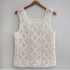 HEARTBURN VINTAGE ::: Vintage White Handmade Crochet Knit Sleeveless Festival Tank Top para vender Your place to buy and sell all things handmade Crochet Bodycon Dresses, Black Crochet Dress, Crochet Blouse, Débardeurs Au Crochet, Hand Crochet, Crochet Stitches, Crochet Patterns, Handgestrickte Pullover, Diy Couture