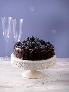 Mehevä ja täyteläinen suklaakakku on klassikko niin kakkupöydässä kuin jälkiruokanakin.