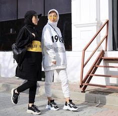 Check more at Tesettür Mont Modelleri 2020 Street Hijab Fashion, Muslim Fashion, Modest Fashion, Fashion Outfits, Fashion Usa, Casual Hijab Outfit, Hijab Chic, Hijab Mode Inspiration, Hijab Stile