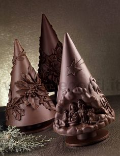 Stampo per realizzare un pino in cioccolato per #Natale. www.decosil.it Molds for chocolate #Christmas tree www.decosil.eu, Moule en silicone Sapin de Noël  en chocolat www.decosil.fr. Made in Italy