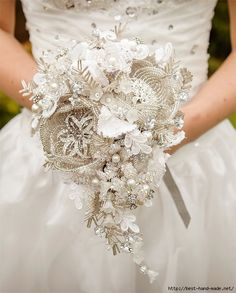 Stunning bouquet for any season, but would be divine for a winter wedding! MC custom made to order Wedding bouquet - Bridal brooch bouquet ULTIMATE GLAM - wedding keepsake via Etsy Beaded Bouquet, Wedding Brooch Bouquets, Bride Bouquets, Diy Bouquet, Non Flower Bouquets, Purple Bouquets, Crochet Wedding, Diy Wedding, Trendy Wedding
