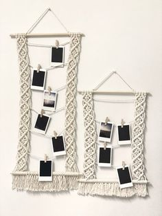 Macrame Wall Hanging Patterns, Macrame Art, Macrame Design, Macrame Projects, Macrame Patterns, Photo Wall Hanging, Hanging Picture Frames, Crochet Decoration, Wooden Pegs