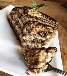 Medovník – fit verze! Healthy Baking, Healthy Desserts, Healthy Recipes, Sweet Desserts, Sweet Recipes, Cookie Recipes, Dessert Recipes, Good Food, Yummy Food
