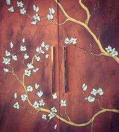 Armário decorado. Pintura feita à mão.