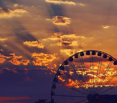 For every city with a wheel... . #shareyoursunset #lumix #brisbanesunsets #photographyinbrisbane #wheel #horizons #skyonfire #discoverbrisbane