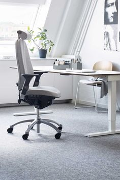 A comfortable home office chair that helps you to perform better throughout the working day. RH Logic was the solution for ambitious individuals with long working hours, continuing RH dynamics ergonomics. If you work from home this office chair is perfect for long days at your desk. Click to discover more from Flokk! #flokk #Inspiregreatwork #officeinspo #officedesign #homeoffice #officegoals #officedesignideas #workspacegoals #scandinavianoffice #scandinavianliving #homedecor