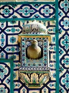 Possibly the poshest bird house ever. Pakistan - Multan Jusuf Gardesi by Arnim Shulz Art Et Architecture, Mughal Architecture, Islamic Tiles, Islamic Art, Tile Art, Mosaic Tiles, Bird Cages, Bird Houses, Bunt
