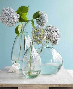 composición de 3 jarrones y hortensias