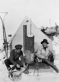 Expedition photographer Frank Hurley, left, and Sir Ernest Shackleton, right, in front of their small tent at camp on the Weddell Sea Robert Falcon Scott, Arctic Explorers, Heroic Age, Exploration, Hurley, Dieselpunk, Old Photos, Vintage Photos, Camping