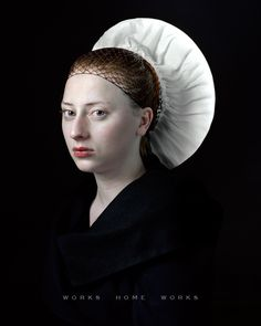 The Dutch photographer Hendrik Kerstens revisits humor Renaissance portraits. In recent years, this self-taught photographer embarked on photography with regular model for her daughter Paula
