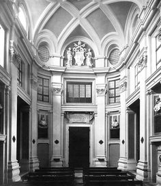 "ITALIAN BAROQUE ARCHITECTURE, Borromini; Chapel of Collegio di Propaganda Fide, Rome, begun 1647, by Borromini. ""Borromini here moved more towards a kind of open structure that was later developed by Guarini."""