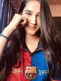 Neymar Football, Football Girls, Soccer Girls, Soccer Fans, Football Fans, Camp Nou, Fifa, Cheerleading, Pretty Girls