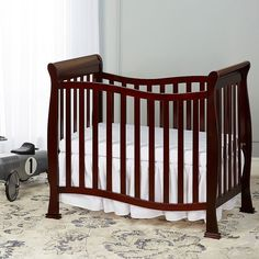 Dream On Me Violet 4-in-1 Convertible Mini Crib, Brown
