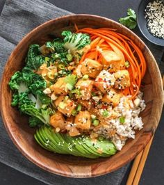 Tofu is anything but boring in this delicious, flavour-packed Thai Peanut Tofu Buddha Bowl. It's dairy-free, gluten-free, vegan and loaded with fresh vegetables for a healthy, satiating lunch or dinner. Vegan Tzatziki, Tzatziki Recipes, Vegetarian Gyro Recipe, Plat Vegan, Bbq Tofu, Mediterranean Dishes, Greens Recipe, Healthy Recipes, Healthy Food