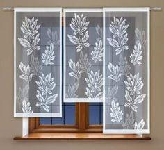 #Panel_okienny_żakardowy Panel stanowią pojedyncze motywy floralne naturalistycznych kwiatów i liści o stosunkowo dość dużych rozmiarach. Ich zróżnicowanie tonalne jest przyczyną ciekawego efektu głębi, drugiego planu na wpół przeźroczystego żakardu.  Wysokość x Długość: 120x60, 140x60, 160x60 cm Kolor: biały  Uwagi: panel na tunelu, każda sztuka pakowana pojedyńczo kasandra.com.pl