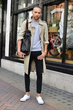 Very urban and casual easy to get look: Gabardine+ sweatshirt+ fit denim trouser + messenger bag.