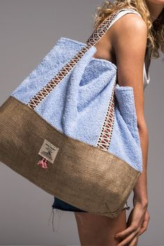 lagoon_beach_bag_vingeproject Source by ismarx bags Best Beach Bag, Sacs Design, Diy Sac, Denim Bag, Fabric Bags, Beach Tote Bags, Handmade Bags, Hobo Bag, It Bag