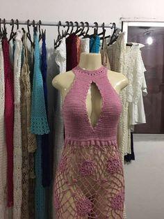 Resultado de imagem para blusa de croche ciganinha Crochet Crop Top, Crochet Blouse, Crochet Summer Dresses, Wedding Dress Patterns, Halter Crop Top, Beautiful Crochet, Crochet Clothes, Clothing Items, Crochet Patterns