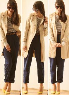 casacão bege, calça marinho, trico listrado, cinto onça e salto amarelo!