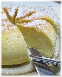 楽天が運営する楽天レシピ。ユーザーさんが投稿した「炊飯器で簡単!しっとり濃厚ベイクドチーズケーキ!」のレシピページです。炊飯器に材料を入れてスイッチON! あとは炊飯器にお任せです。 しっとり濃厚なベイクドチーズケーキの出来上がりです。。ベイクドチーズケーキ。クリームチーズ,砂糖,ホットケーキミックス,卵,牛乳,レモン汁,粉砂糖