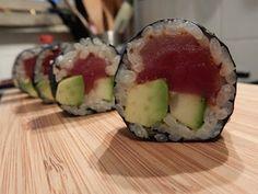 Sushi maken - Leuk, lekker en makkelijk! Rollen, snijden, eten, klaar! - YouTube Hoe, Avocado Egg, Zucchini, The Creator, Rolls, Vegetables, Breakfast, Ethnic Recipes, Youtube