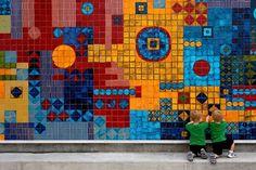 Um mosaico de azulejos de Roberto Burle Marx nos jardins brasileiros do Jardim Botânico de Naples