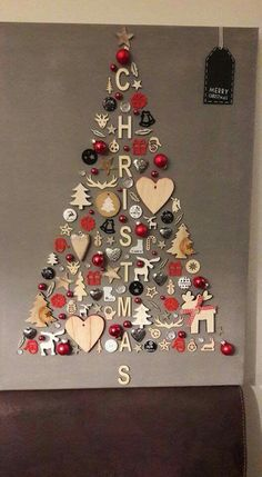 christmas tree ideas unique DIY Christmas Wall Decor Ideas for 2019 that spells out the Christmas joy in the most appropriate way - Saudos Wall Christmas Tree, Noel Christmas, Christmas Signs, Simple Christmas, Christmas 2019, Christmas Presents, Christmas Images, Hobby Lobby Christmas Ornaments, Crafty Christmas Gifts