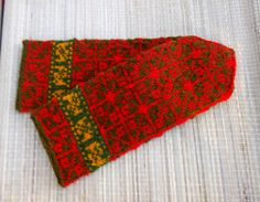 Hand knitted wool mittens knitted red green by peonijahandmadeshop