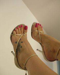 @goddess_grazi #pedicure #footmodel #instafeet #arches #cutefeet #foot #beautifulfeet #barefeet #perfectfeet #footgoddess #cutetoes #feetlovers #wrinkledsoles #footporn #barefoot #feetstagram #footfetishgroup #prettytoes#sexysoles #softsoles #footjob #pezinhos #pies #pes #prettyfeet #pés #podolatria #footfetishnation #feetporn #feetporn