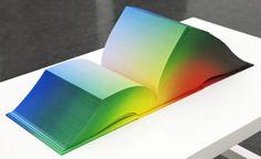 RGB Colorspace Atlas: un libro impreso que contiene todos los gradientes posibles (+3mil páginas!) Precioso