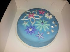 DIY fondant cake