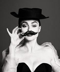 Helena Bonham Carter on the cover of Vogue Photo - sofeminine