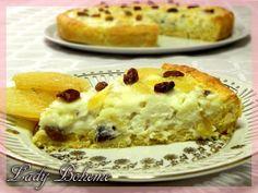 Italian food - Torta di ricotta con zenzero candito, uva sultanina e pinoli (Ricotta Cheese Cake with candied ginger, raisins and pine nuts)