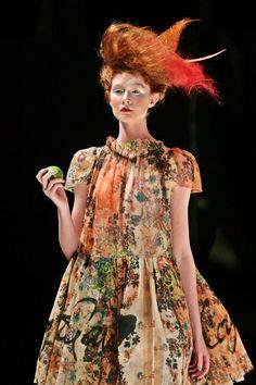 Sydney Festival's opera Semele Walk. Quirky Fashion, Timeless Fashion, High Fashion, Womens Fashion, Capitol Couture, Fashion Prints, Fashion Design, Vivienne Westwood, Eclectic Style