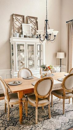 French Country Dining Room, Country Farmhouse Decor, Farmhouse Table, Farmhouse Ideas, Dining Room Table Chairs, Dining Room Walls, Dining Room Furniture, French Home Decor, Interior Exterior