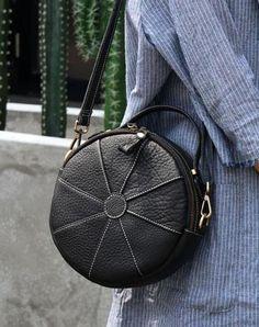 Marvelous Make a Hobo Bag Ideas. All Time Favorite Make a Hobo Bag Ideas. Soft Leather Handbags, Suede Handbags, Leather Clutch Bags, Luxury Handbags, Purses And Handbags, Leather Purses, Cheap Handbags, Round Bag, Diy Purse