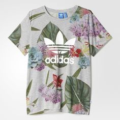 This women's t-shirt mixes a feminine print with a fit borrowed from the boys. Relaxed and casual, it comes in a floral print with a big rubber-print Trefoil logo on the front.