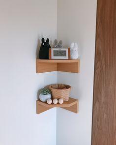 無印良品で売られている「壁に付けられる家具」をご存じですか?壁を傷つけずに使えるアイテムで、かなり便利だと評判なのです。そんな「壁に付けられる家具」のインテリア術をご紹介します。