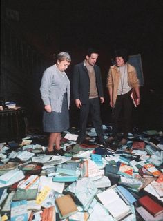 Bee Duffell (L) and Francois Truffaut on the set of Fahrenheit 451 (1966)